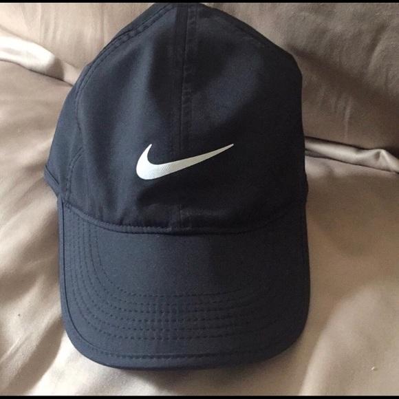 887b7a8ff570e Nike Dri-fit Featherlight Hat. M 5b4ca0ca12cd4a94b3d504a4. Other Accessories  ...